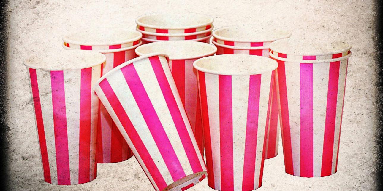 Scherzi matrimonio bicchierini di plastica in casa for La casa degli sposi